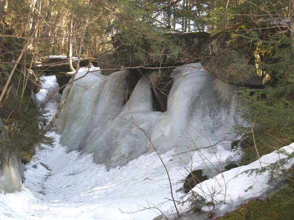 Frozen waterfall upstream from the first brook crossing (photo by Webmaster)