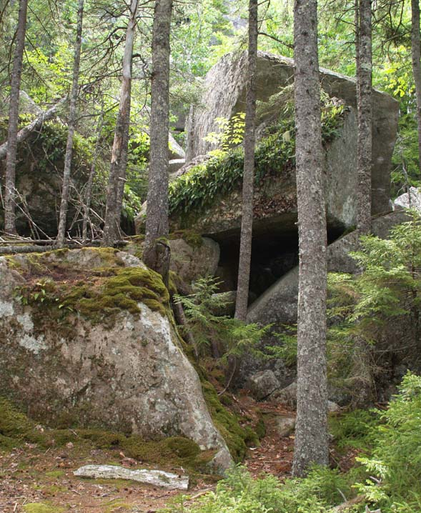 Boulders forming a slab cave along Valley Trail (photo by Webmaster)
