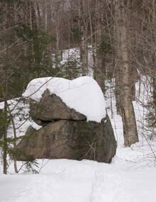 Trailside boulder (photo by Webmaster)