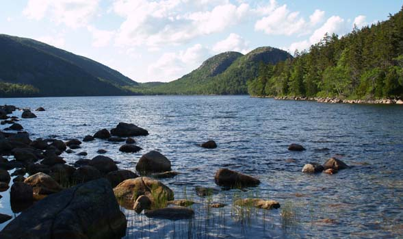 Jordan Pond with The Bubbles in the background towards the right (photo by Webmaster)
