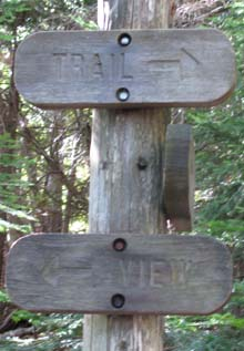 Trail signs at the viewpoint junction on the hike up (photo by Karl Searl)