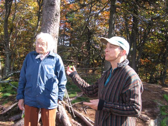 Reinhild (on the right) and her 82-year-old mother on the trail (photo by Dennis Marchand)