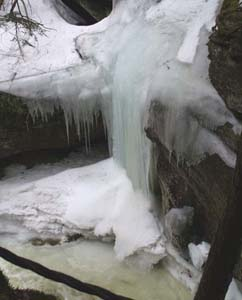 Frozen falls in gorge area (photo by Webmaster)