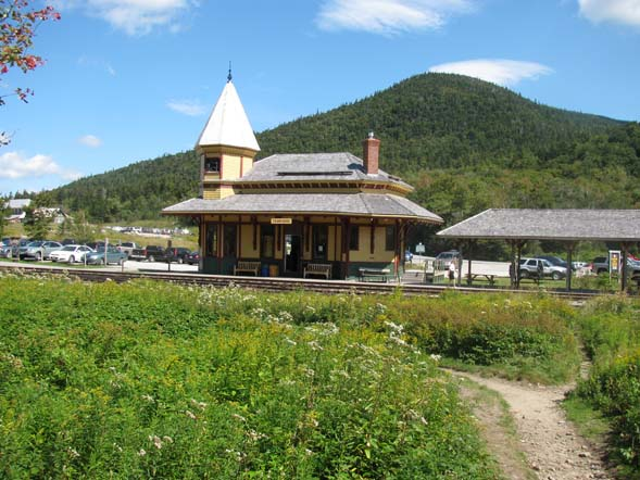 Start of the combined Avalon and Mount Willard Trails with the Crawford Notch Depot / Macomber Family Information Center in the background (photo by Karl Searl)