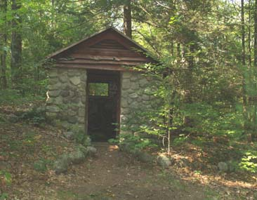 Stone hut near picnic area (photo by Webmaster)