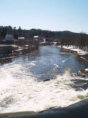 Spring photo of the Ammonoosuc River downstream from the Bath covered bridge (photo by Webmaster)